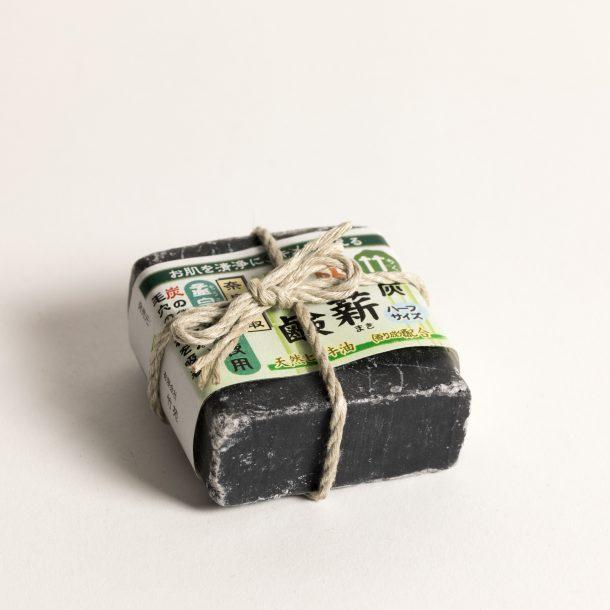 image produit Savon carré au charbon